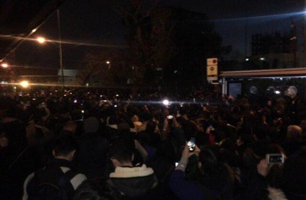 تجمع دانشجویان و مردم برای همدردی با خانواده جانباختگان هواپیمای اوکراینی