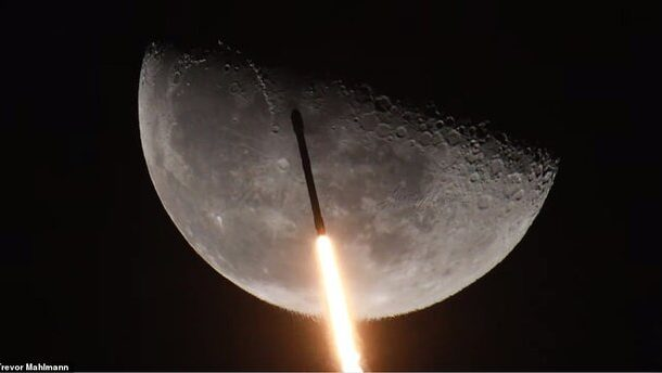 تصاویری خیرهکننده از گذر فالکون ۹ از کنار ماه
